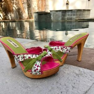 Girly Steve Madden floral backless heels 🌸🌸